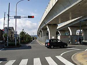 最大の弱点は自動車専用道路を走れない事 その先国道1号線の静清バイパスは自動車専用道路となり、1